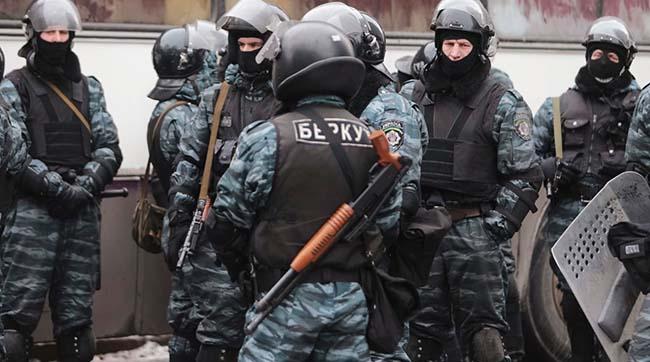 Суд затримав екс-беркутівця Лободу без права застави