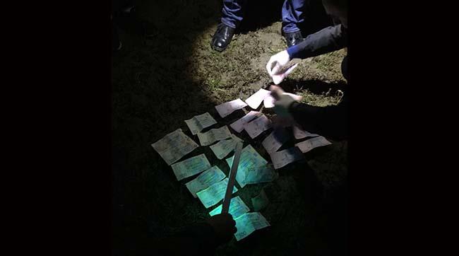 На Волині затримали поліцейського, який вимагав гроші у перевізників за проїзд по дорозі