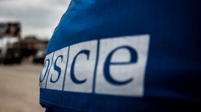 Озброєний чоловік уСтаниці Луганській погрожував членам СММ ОБСЄ