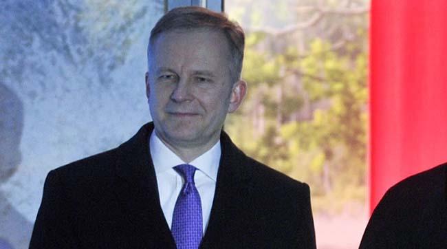 Латвія: підозрюваного вхабарництві голову центробанку звільнили з-під варти