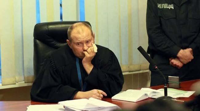 Вища рада правосуддя відсторонила від посади суддю-втікача Чауса