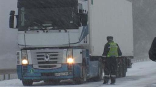 В'їзд вантажівок уКиїв поступово відновлюється— КМДА