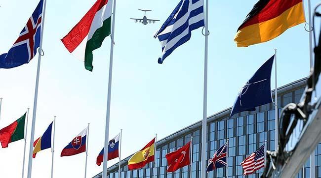 Столтенберг: НАТО висилає 7 російський співробітників