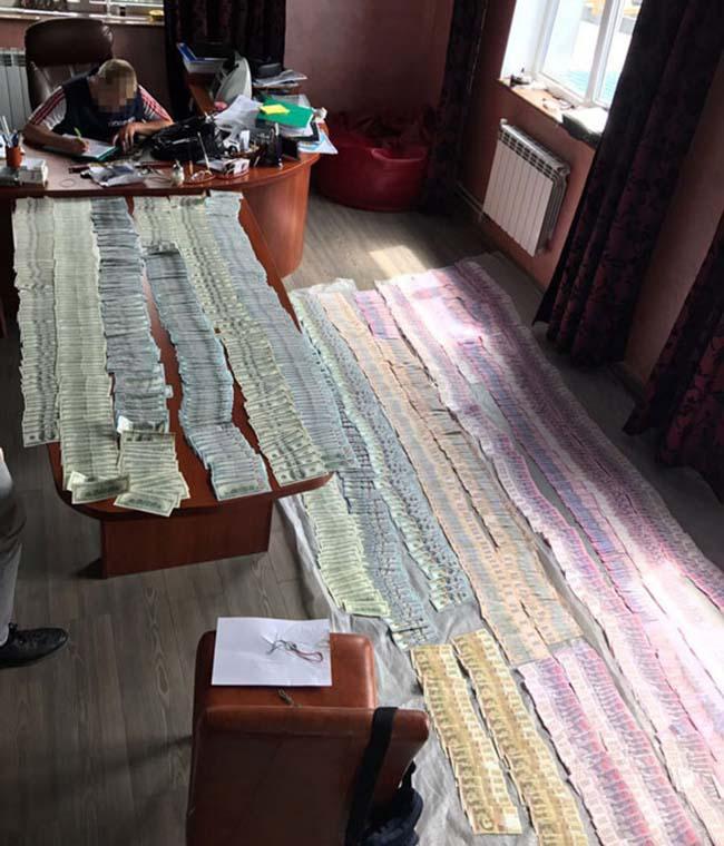 Луценко: НаВолині вилучили $90 тисяч «чорної каси» митниці